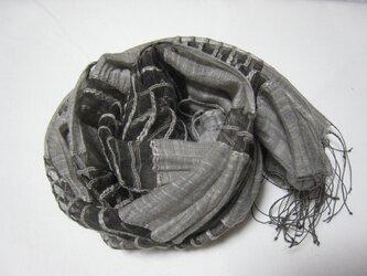 草木染め シルクの柔らかストール(ナチュラルグレー)の画像