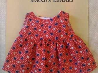 sokko's Dress 赤地に紺色花柄のワンピースの画像