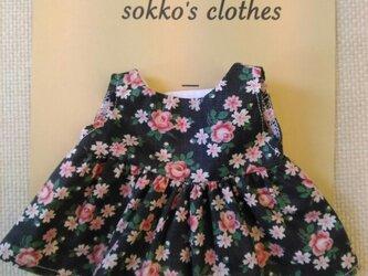 sokko's Dress 黒地に花柄のワンピースの画像