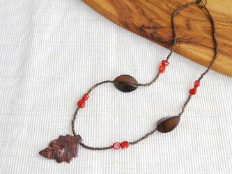 SALE ジャスパーの葉と赤い実のネックレスの画像