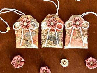 元巫女の花のお守り袋(薄紅桃)の画像