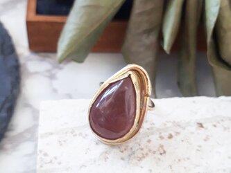 【サイズ調整可能】brass strawberry quartz ringの画像
