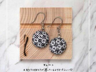 モノトーン刺繍のピアス(ブラックワーク刺繍)キュート〜あなたはあなたが思っているよりすばらしい♡の画像