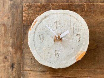 白に黄色1 掛け時計の画像