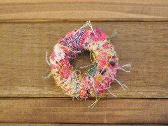 手織り わっかブローチの画像