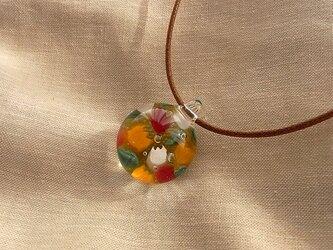 チューリップ・ガラス球ネックレス・ガラス製・綿紐の画像