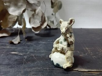 おすわりちびネズミ ―みどり水玉- の画像