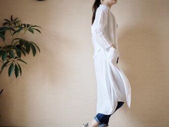 リネンの羽織りもの ホワイトの画像