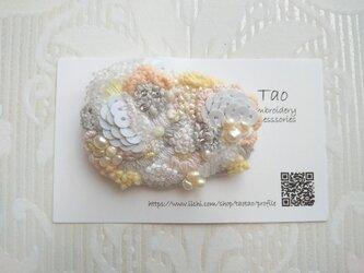 刺繍ブローチ White Cloud 2の画像