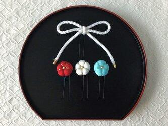 〈ちりめん細工〉江戸打ち紐と梅のUピン3本セット(白)の画像