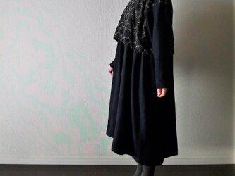 紺色ウールの刺繍ワンピース セレモニーにもの画像
