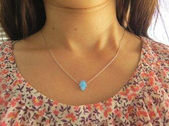 blue opal hamsa necklace青オパールハムサの画像