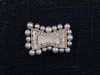 真珠の蝶ネクタイ(ピンブローチ)の画像