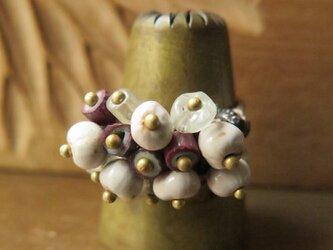 アンティーク オリッサブラス & 紫シェブロン + 数珠玉 リング  百世 momotose(東)の画像