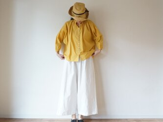 Cotton typewriter button gather blouseの画像