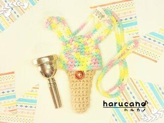 トロンボーン マウスピースケース(毛糸) 折れ耳ウサギ【レインボー色】首掛け用の画像