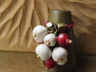 アンティーク 金赤ホワイトハート丸 & オリッサブラス + 数珠玉 リング 百世 momotose(東)の画像