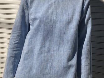 コットンリネンの体型カバーTブラウスVネックサックスブルーの画像