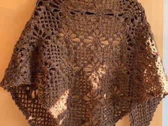 手編みの三角ストール ブラウンの画像