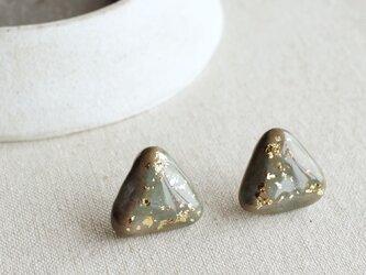 f-09 丸みな三角ピアス/イヤリング 金箔+グレーグリーンブルー 純金箔の画像