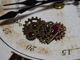 ブローチ「機械仕掛けの心」の画像