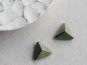 f-22 三角錐のピアス/イヤリング 幾何学デザイン グリーン ゴールドの画像