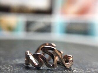 "Round Wave Ring ""メローな波が指の周りで戯れるリング""の画像"