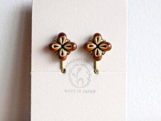花のイヤリング【ブラウン】(c)の画像