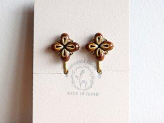 花のイヤリング【ブラウン】(d)の画像