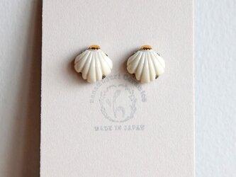 金彩貝殻ピアス(a)の画像