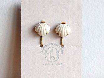 金彩貝殻イヤリング(c)の画像