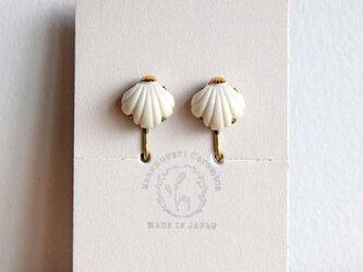金彩貝殻イヤリング(d)の画像