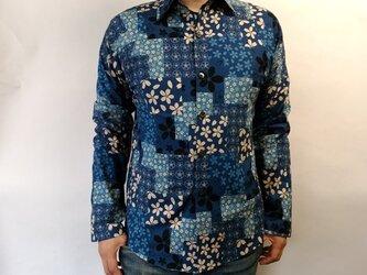 長袖和柄シャツ(パッチワーク調桜尽くし)青の画像