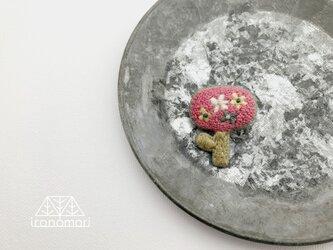 刺繍ブローチ「お花の中にお花」の画像