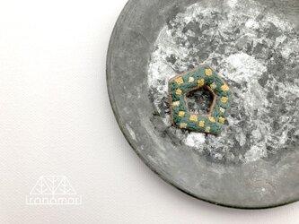 刺繍ブローチ「ペンタゴンミモザリース」の画像