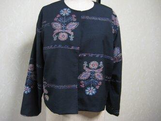 黒字の着物と銘仙の着物からリバーシブルのジャケットに仕上げました。の画像