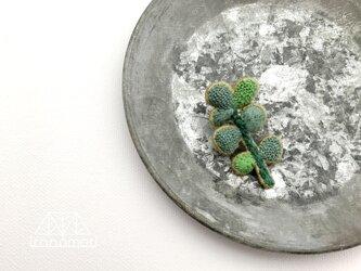 刺繍ブローチ「ユーカリの葉っぱ」の画像