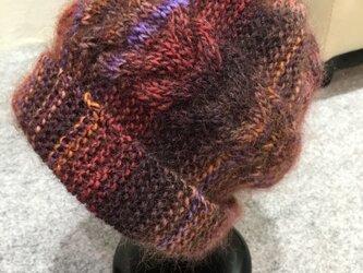 手編みケ-ブル模様のニット帽の画像