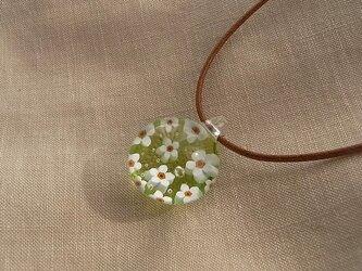 わすれな草の花・ガラス球ネックレス・ガラス製・綿紐の画像