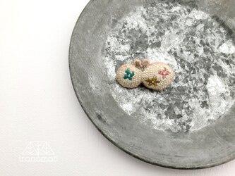 刺繍ブローチ「咲いた咲いたちょうちょ」の画像
