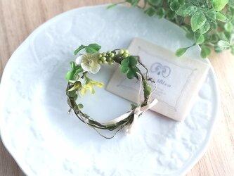アン好みのいちごのお花のリースコサージュ☆*: ホワイト strawberry flower wreath corsageの画像