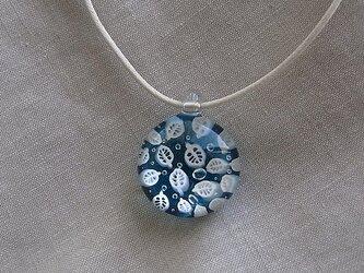 葉脈のガラス球ネックレス・ターコイズブルー・ガラス製・綿紐の画像