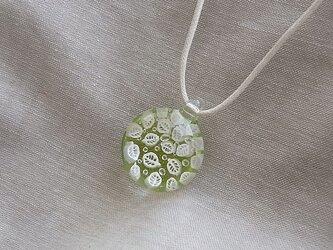 葉脈のガラス球ネックレス・ライムグリーン・ガラス製・綿紐の画像