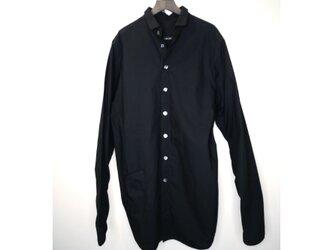 ワイド・シルエットのシャツの画像