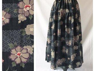 【和柄】はんなりとシックなティアードスカート(流水に花:ブラック)の画像