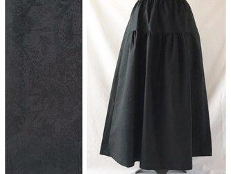 レディのためのティアードスカート(ジャガードペイズリー:ブラック)の画像