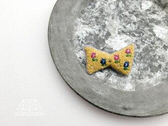 刺繍ブローチ「四角なお花のリボン」の画像