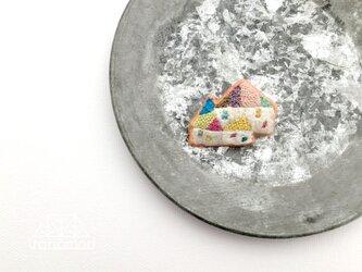 刺繍ブローチ「楽しい三世帯住宅」の画像