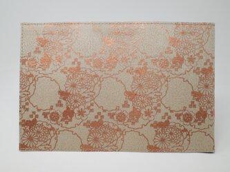 ギルディング和紙ブックカバー 菊 ベージュ地 銅箔の画像