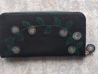 刺繍革財布『花かざり』ヤギ革(ラウンドファスナー型)シボBLACKの画像